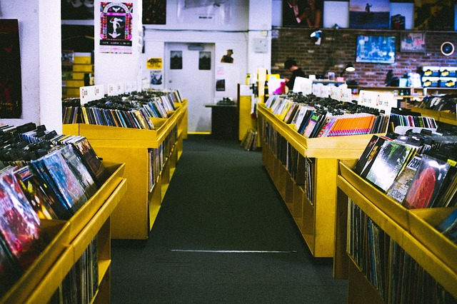 record-store-925553_640