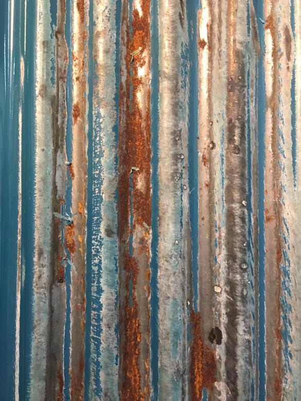 サンポールを塗布して一晩で錆びさせることに成功したトタン波板
