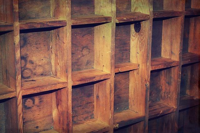 DIYで作った本棚を無塗装で使う