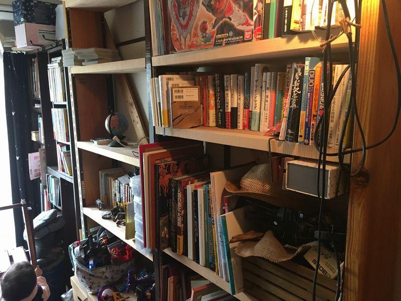 DIYで作った片付かない本棚