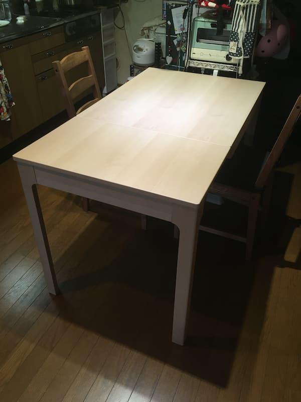IKEAの伸縮式ダイニングテーブル『エーケダーレン』を伸ばした後