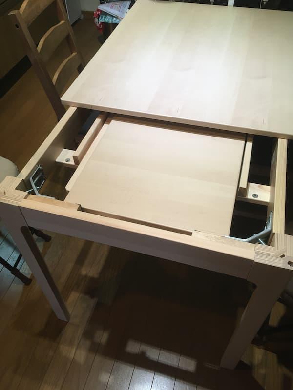 IKEAの伸縮式ダイニングテーブル『エーケダーレン』の天板を収納したところ